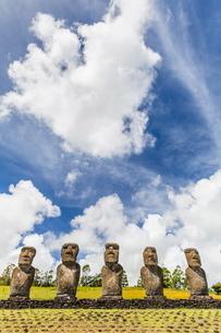 Moai at Ahu Akivi, the first restored altar, Rapa Nui National Park, Easter Island (Isla de Pascua)の写真素材 [FYI03770050]