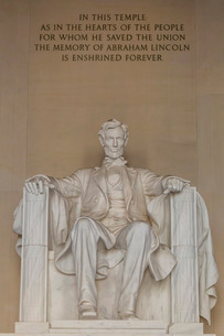 Interior view of the Lincoln Statue in the Lincoln Memorial, Washington D.C.'の写真素材 [FYI03770235]