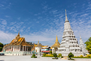 The Silver Pagoda (Wat Preah Keo) in the capital city of Phnom Penh, Cambodia, Indochina, Southeastの写真素材 [FYI03770465]