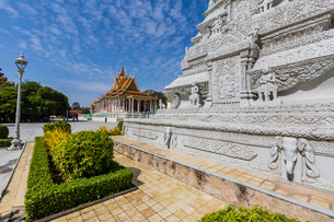 Stupa in the Royal Palace, in the capital city of Phnom Penh, Cambodia, Indochina, Southeast Asiaの写真素材 [FYI03770468]