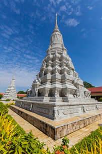 Stupa in the Royal Palace, in the capital city of Phnom Penh, Cambodia, Indochina, Southeast Asiaの写真素材 [FYI03770470]