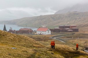 Overview of the abandoned whaling station in Grytviken Harbor, South Georgiaの写真素材 [FYI03770500]