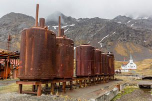 Rusting machinery at the abandoned whaling station in Grytviken Harbor, South Georgiaの写真素材 [FYI03770503]