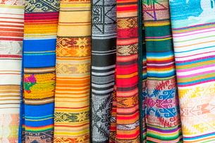 Otavalo market, traditional colourful textiles, Imbabura Province, Ecuadorの写真素材 [FYI03770896]