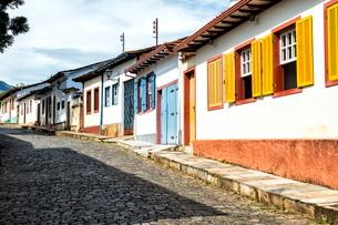 Colourful streets, Mariana, Minas Gerais, Brazilの写真素材 [FYI03770902]