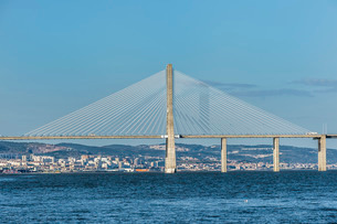 Vasco de Gama Bridge, Lisbonの写真素材 [FYI03771012]