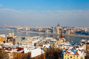 Hungarian Parliament illuminated by warm light on a winters afternoon, Budapest, Hungaryの写真素材 [FYI03771124]