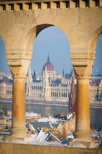 Hungarian Parliament illuminated by warm light on a winters afternoon, Budapest, Hungaryの写真素材 [FYI03771128]