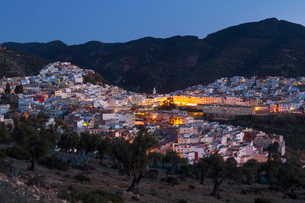Elevated view over the historic hilltop town of Moulay Idriss at duskの写真素材 [FYI03771241]