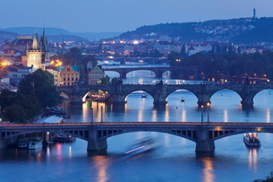 Bridges over the Vltava River including Charles Bridge, and Old Town with Old Town Bridge Tower, Praの写真素材 [FYI03771354]