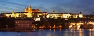 View over the River Vltava to Charles Bridge and the Castle District with St. Vitus Cathedral and Roの写真素材 [FYI03771365]