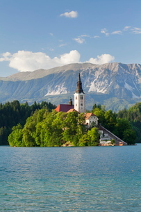 Blejski Otok Island with Santa Maria Church, Lake Bled, Gorenjska, Julian Alps, Sloveniaの写真素材 [FYI03771483]