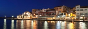 Venetian port and Turkish Mosque Hassan Pascha at the old town of Chania at night, Crete, Greek Islaの写真素材 [FYI03771580]