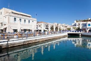 Street cafes at the harbour, Agios Nikolaos, Lasithi, Crete, Greek Islandsの写真素材 [FYI03771603]