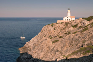 Lighthouse at Cap de Capdepera, near Cala Ratjada, Majorca (Mallorca), Balearic Islands (Islas Baleaの写真素材 [FYI03771618]