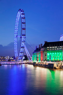 Millennium Wheel (London Eye), Old County Hall Aquarium, River Thames, South Bankの写真素材 [FYI03771676]