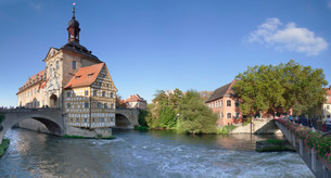 Old Town Hall, Regnitz River, Bamberg, Franconia, Bavariaの写真素材 [FYI03771830]