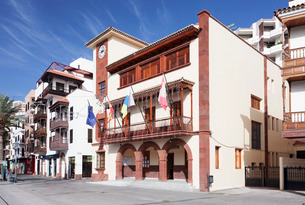 Town Hall at Plaza de las Americas Square, San Sebastian, La Gomera, Canary Islandsの写真素材 [FYI03771854]