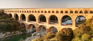 Pont du Gard, Roman aqueduct, River Gard, Languedoc-Roussillonの写真素材 [FYI03772044]