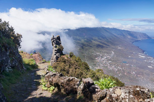 View from Mirador de Jinama to El Golfo Valley, UNESCO biosphere reserve, El Hierro, Canary Islands,の写真素材 [FYI03772149]