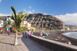 Promenade at the beach of Puerto de Tazacorte, La Palma, Canary Islands, Atlanticの写真素材 [FYI03772204]