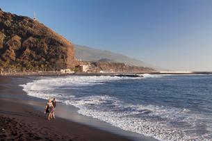 Playa del Puerto Beach, Puerto de Tazacorte, La Palma, Canary Islands, Atlanticの写真素材 [FYI03772220]