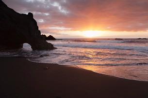 Zamora Beach at sunset (Playa de  la Zamora) near Fuencaliente, UNESCO Biosphere Reserve, La Palma,の写真素材 [FYI03772241]