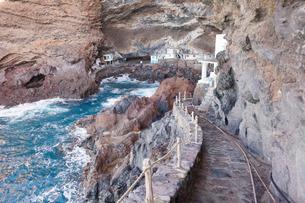 Fisherman's houses at Cueva de Candeleria (Bay of Pirates), Tijarafe, La Palma, Canary Islands, Atlaの写真素材 [FYI03772242]