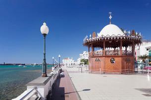 Pavilion on the promenade La Marina, Arrecife, Lanzarote, Canary Islands, Atlanticの写真素材 [FYI03772261]