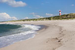 Beach and lighthouse List Ost, Ellenbogen, Sylt, North Frisian Islands, Nordfriesland, Schleswig Holの写真素材 [FYI03772344]
