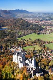 Neuschwanstein Castle, Hohenschwangau, Fussen, Ostallgau, Allgau, Allgau Alps, Bavariaの写真素材 [FYI03772353]