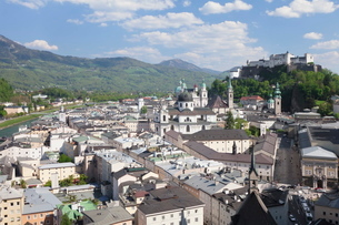 High angle view of the old town with Hohensalzburg Fortress, Dom Cathedral and Kappuzinerkirche Churの写真素材 [FYI03772483]