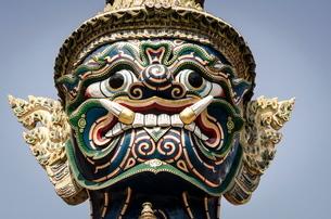 Mythical temple guard (Yaksha), Wat Phra Kaew, Bangkok, Thailand.の写真素材 [FYI03772559]