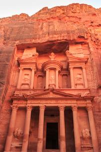 The Treasury (Al-Khazneh), Petra, Jordan, Middle Eastの写真素材 [FYI03772573]