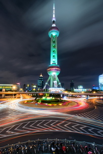Oriental Pearl Tower with light trails in Shanghai Pudong, Shanghaiの写真素材 [FYI03772923]