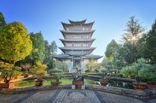 Pavilion of Everlasting Clarity on Lion Hill in Lijiang, Yunnanの写真素材 [FYI03772934]
