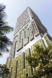 Antilia, the Ambani building, most expensive private property in the world, Mumbai, Maharashtraの写真素材 [FYI03772988]