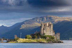 Eilean Donan Castle, Highlands, Scotlandの写真素材 [FYI03773004]