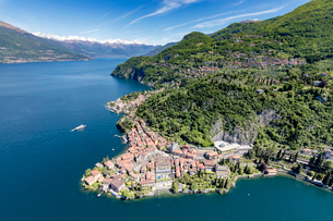 Aerial view of the picturesque village of Varenna surrounded by Lake Como and gardens, Lecco Provincの写真素材 [FYI03773081]
