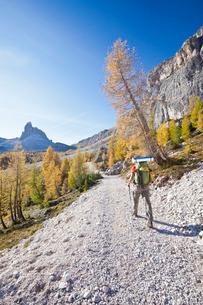 Hiking in the Dolomites, South Tyrolの写真素材 [FYI03773158]