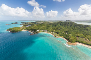 Aerial view of the rugged coast of Antigua full of bays and beaches fringed by dense tropical vegetaの写真素材 [FYI03773283]