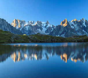 Grandes Jorasses and Dent du Geant reflected at sunrise in Lac des Cheserys, Haute Savoie, French Alの写真素材 [FYI03773298]