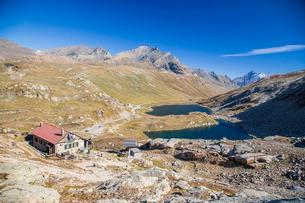 Refuge Citta di Chivasso. Lakes of Nivolet, Valsavarenche, Gran Paradiso National Park, Alpi Graie (の写真素材 [FYI03773324]