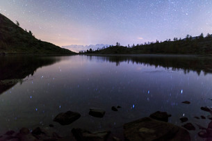 Starry night on Mount Rosa seen from Lake Vallette, Natural Park of Mont Avic, Aosta Valley, Graianの写真素材 [FYI03773361]