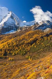 Xiannairi mountain, Yading Nature Reserve, Sichuan Provinceの写真素材 [FYI03774244]