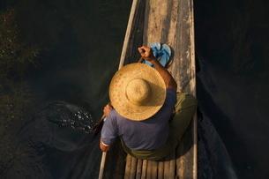 Fisherman on Inle Lake, Shan Statesの写真素材 [FYI03774271]