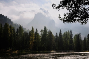 Lago Antorno and Cadini di Misurina, Dolomites, Suedtirolの写真素材 [FYI03774379]