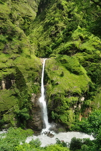 Chyamche Falls, Marsyangdi River Valley, Annapurna Conservation Area, Gandaki, Western Region (Pashcの写真素材 [FYI03774476]