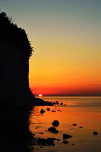 Sunrise at the chalk cliffs, Jasmund National Park, Ruegen Island, Mecklenburg-Vorpommernの写真素材 [FYI03774545]