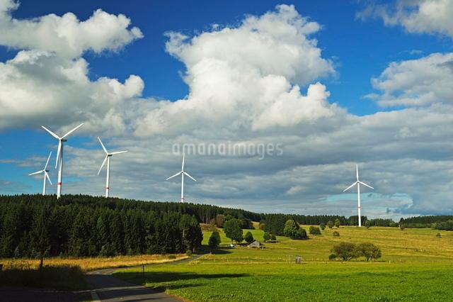 Wind turbines, Westerwald, Rhineland-Palatinateの写真素材 [FYI03774557]